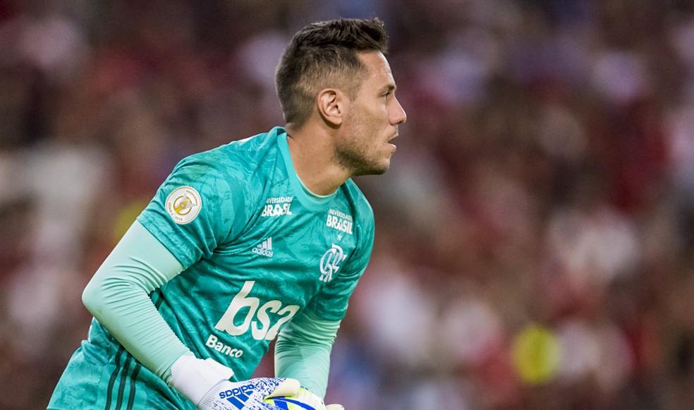 Lesionado, Diego Alves dá lugar a César no gol do Flamengo — Foto: Jorge R Jorge/BP Filmes