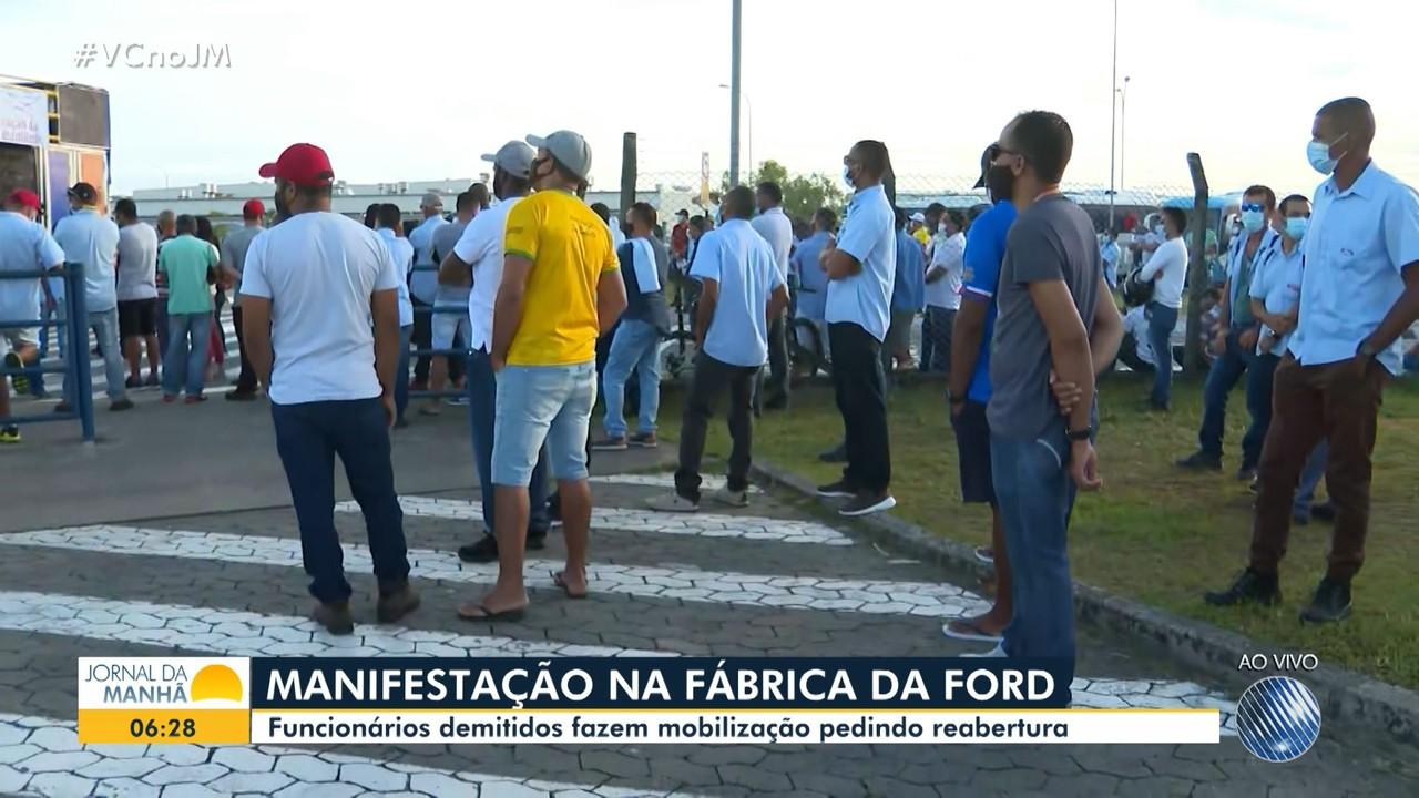 Ex-funcionários da Ford fazem protesto em Camaçari contra o fechamento da unidade