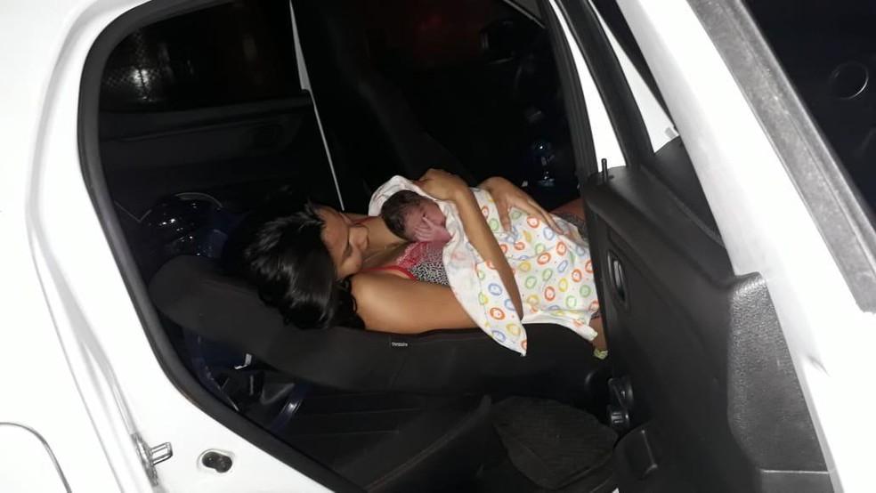 Bebê nasceu dentro do carro de aplicativo em Fortaleza  — Foto: Reprodução/SVM
