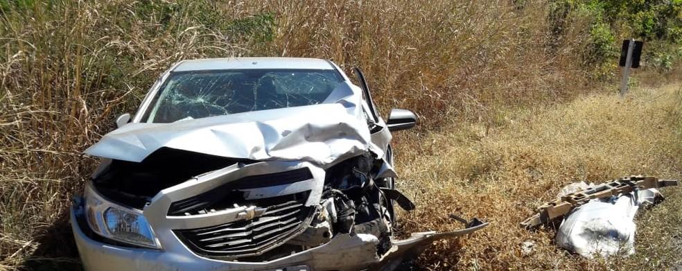 O outro carro envolvido na batida também ficou bastante danificado (Foto: Blog do Braga)