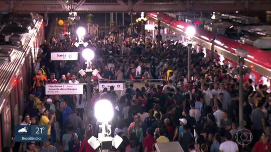 Chuva em São Paulo deixa trens lentos e causa tumulto em estação da CPTM