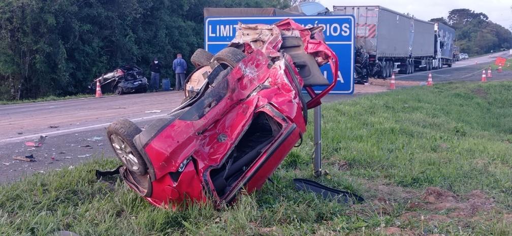 Acidente ocorreu na tarde desta quarta-feira (22), entre Araucária e Contenda — Foto: Jorge Melo/RPC