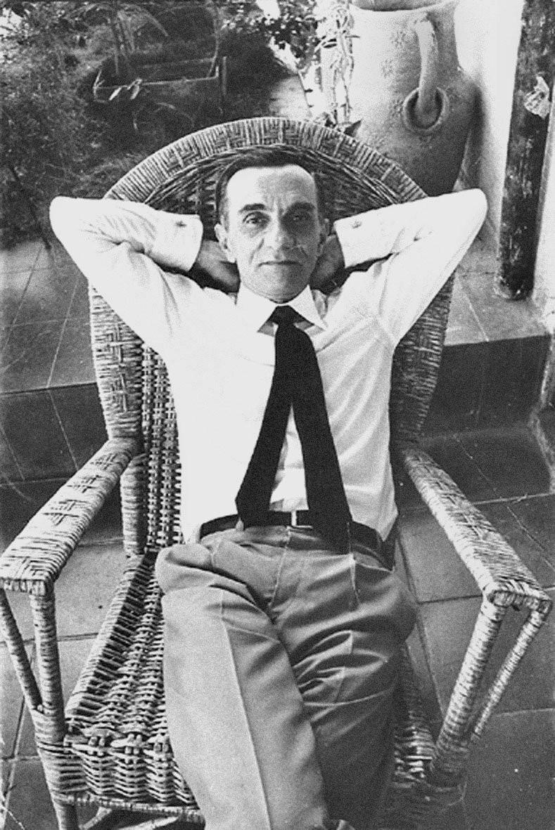 O autor na sua casa em Dacar, quando foi o embaixador brasileiro no Senegal, nos anos 70
