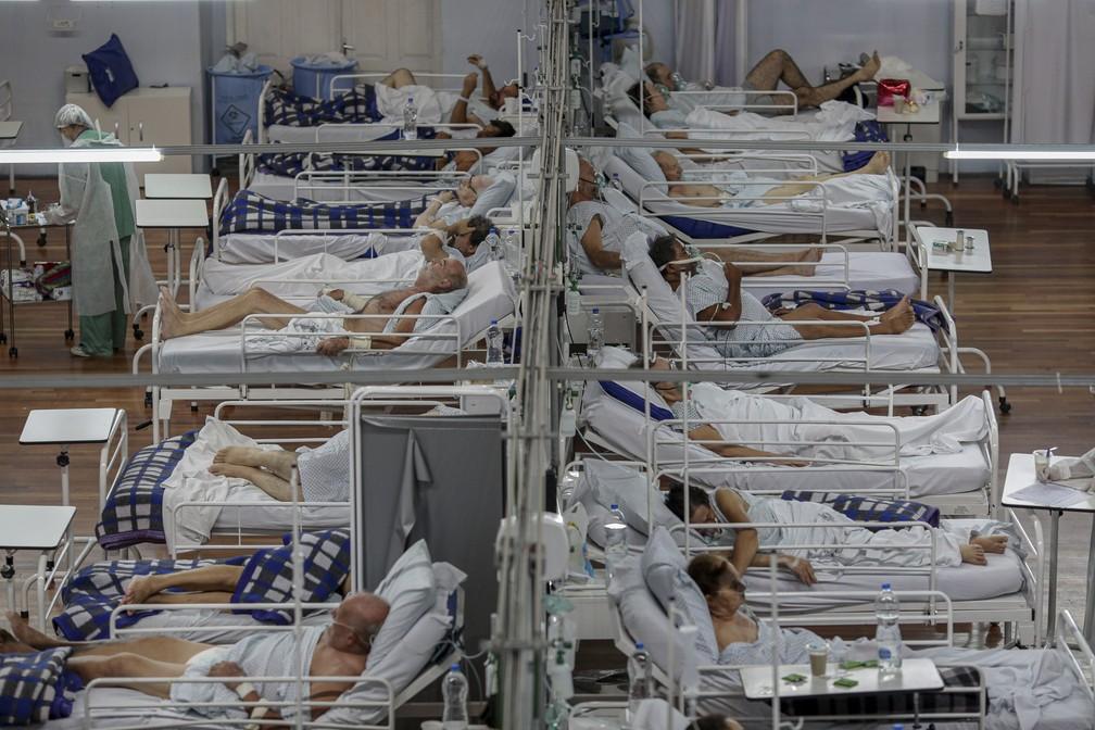 Leitos do Hospital de Campanha Pedro Dell'Antonia, que atende pacientes com a COVID-19 no município de Santo André, na Grande SP, em março de 2021. — Foto: SUAMY BEYDOUN/AGIF - AGÊNCIA DE FOTOGRAFIA/ESTADÃO CONTEÚDO