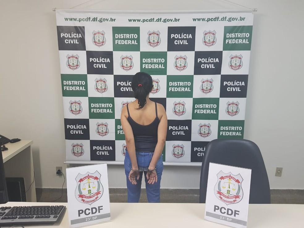 Cuidadora presa por estupro de vulnerável, no DF — Foto: Divulgação/Polícia Civil