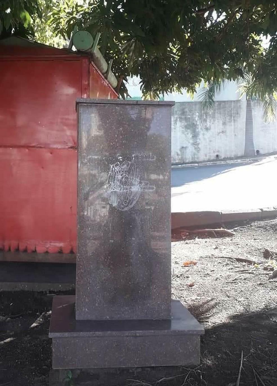 No lugar onde ficava a estátua, só ficou o pedestal — Foto: Arquivo pessoal