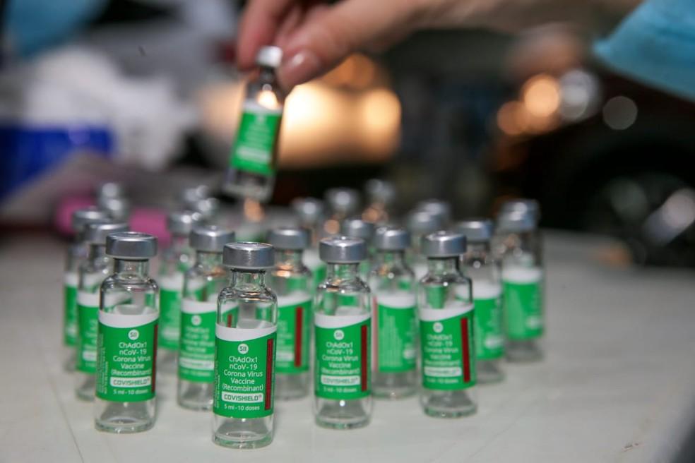 Faltosos serão chamados por idade para vacinação contra a Covid-19 em Fortaleza — Foto: Camila Lima/SVM