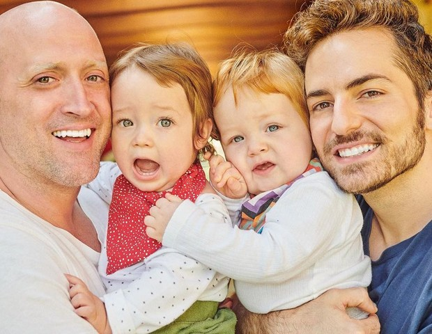 Paulo Gustavo e o marido, Thales Bretas, com os filhos, Gael e Romeu (Foto: Reprodução Instagram)