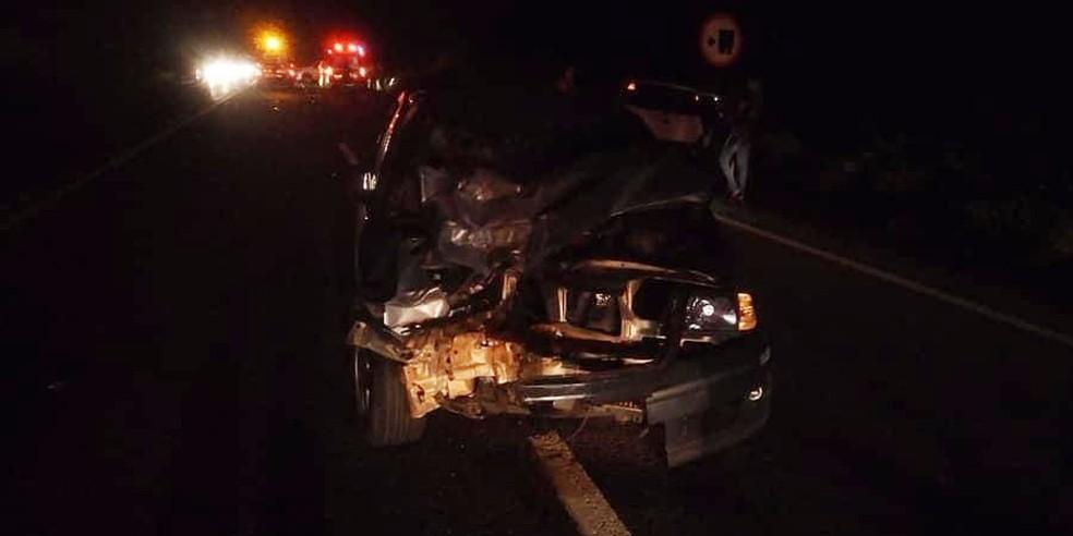 Carro bateu de frente com o motociclista na rodovia entre Assis e Paraguaçu Paulista  — Foto: Corpo de Bombeiros/ Divulgação