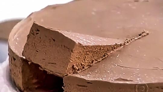 Tortal de Chocolate com Calda de Baunilha e Café