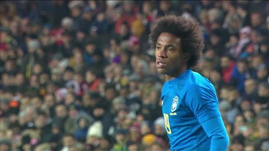 """Willian diz que não chegou oferta do Barcelona nesta janela e exalta """"Sarri-ball"""": """"Gostamos mais"""""""