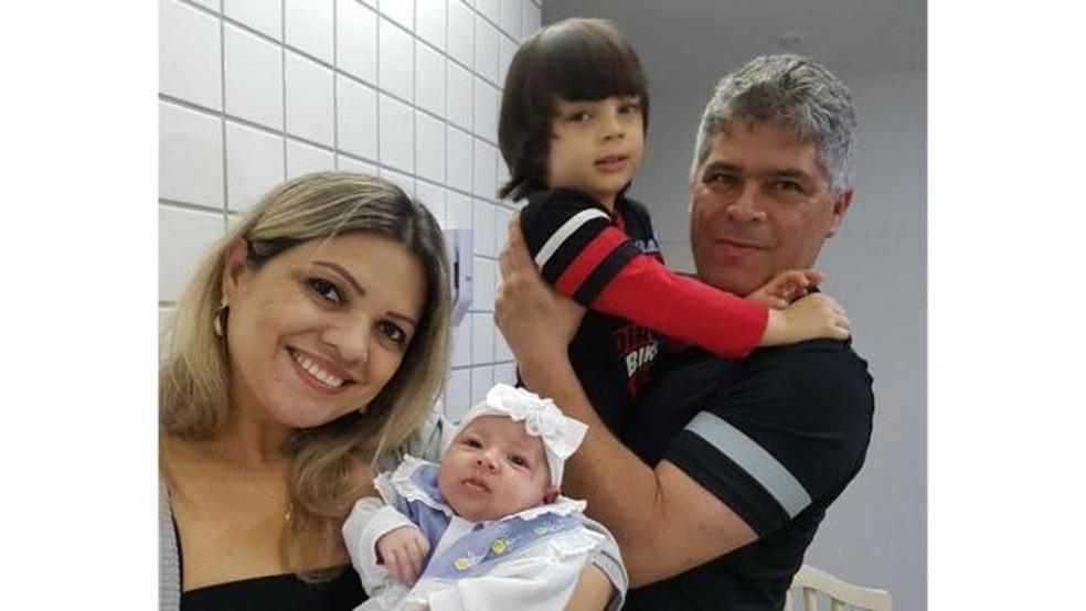 Liz com Marina, o filho Pietro e o marido José Alejandro: Parto normal foi como uma