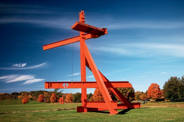 Mother Peace, de Mark di Suvero, no StormKing Art Center nos Estados Unidos (Foto: divulgação)
