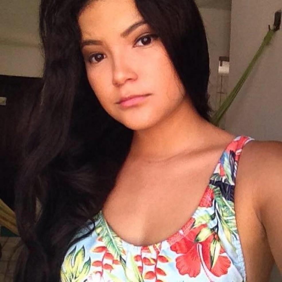 A estudante Deborah Sales, de 17 anos, morreu esta semana com sintomas de meningite. (Foto: Reprodução/Facebook)