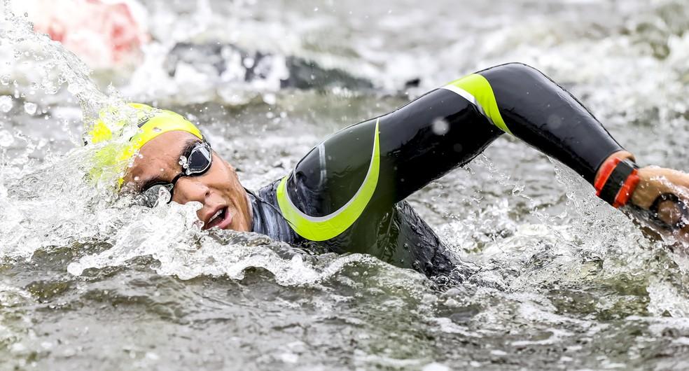 Ana Marcela Cunha em ação no Pan de Lima nas águas abertas — Foto: Wander Roberto/COB