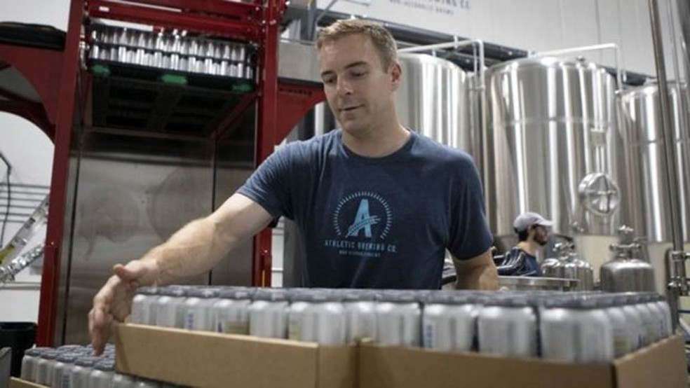 Bill Shufelt, da Athletic Brewing, aposta no crescimento do mercado de cerveja sem álcool dos EUA — Foto: BBC