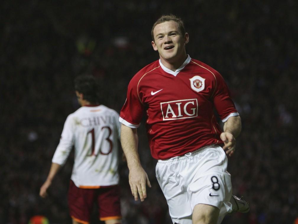 Wayne Rooney comemora gol pelo Manchester United contra a Roma na Liga dos Campeões em 2007 — Foto: Getty Images