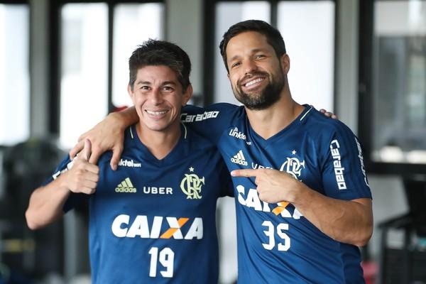 Principal contratação, Conca sequer joga Libertadores e expõe carência do Fla