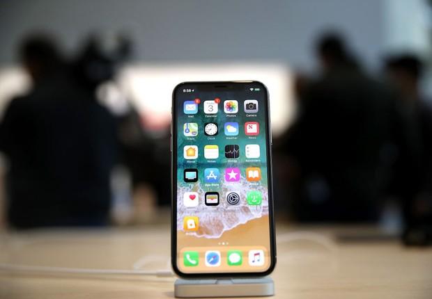 O novo iPhone X durante lançamento em Apple Store de Palo Alto, na Califórnia (Foto: Justin Sullivan/Getty Images)