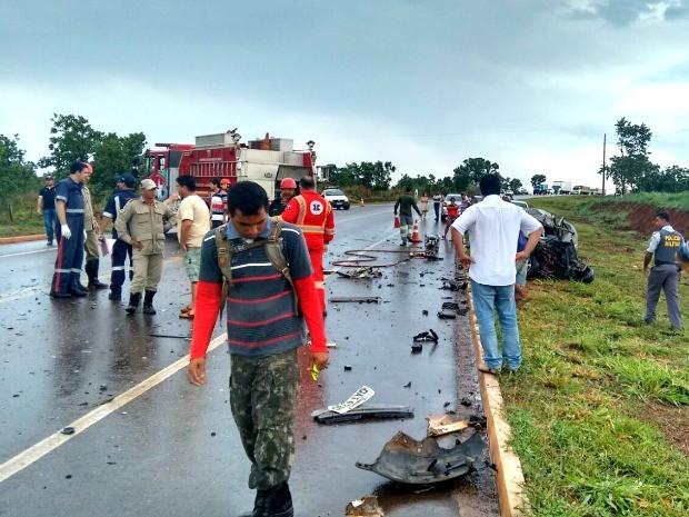 Testemunhas contaram que chovia na rodovia MT-130 no momento em que o acidente aconteceu. (Foto: Eduardo Monteiro/TVCA)