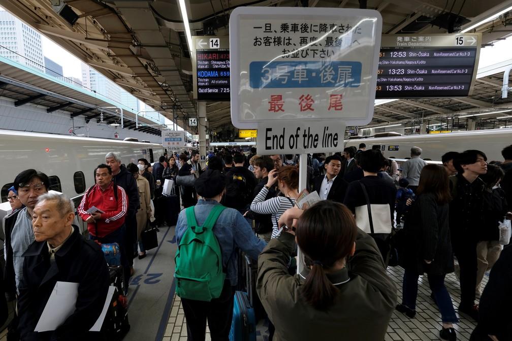 Quase 25 milhões de pessoas devem viajar durante o feriado, de dez dias, diz uma agência de viagens. — Foto: Kazuhiro Nogi/AFP