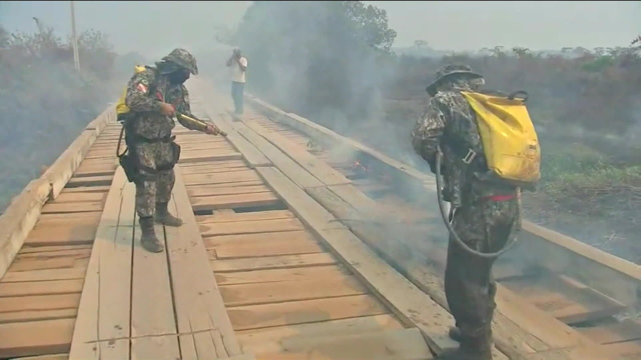Força Nacional ajuda bombeiros no combate ao fogo no Pantanal