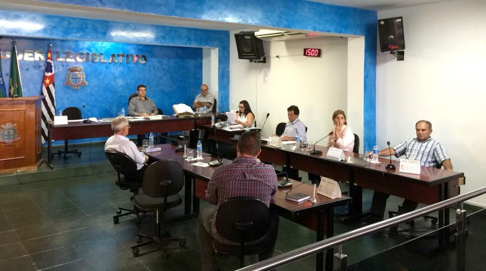 Sessão da Câmara de Bofete que votou Comissão Processante contra o prefeito em fevereiro de 2018 — Foto: Gustavo Lago/TV TEM