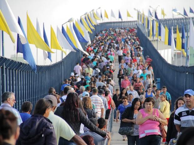 A passarela tem 392 metros de extensão e chega a uma altura de 35 metros em seu pico. (Foto: Carlos Santos/ G1)