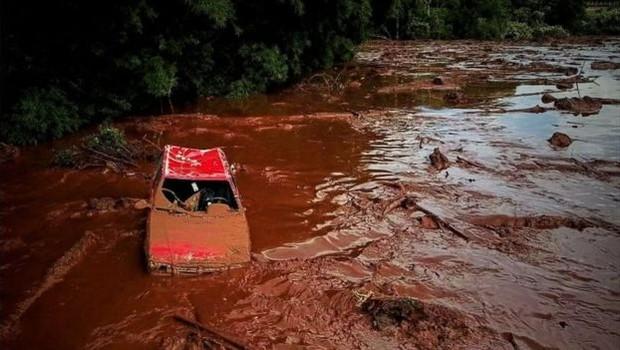 Resultado de imagem para Vale tem bloqueio de R$1 bi e atividades suspensas após desastre em MG; Ibama multa empresa em R$250 milhões