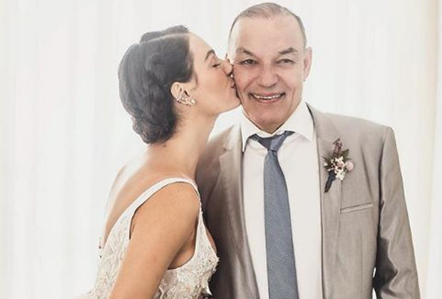 Isis Valverde e o pai, Rubens Valverde (Foto: Reprodução/Instagram)