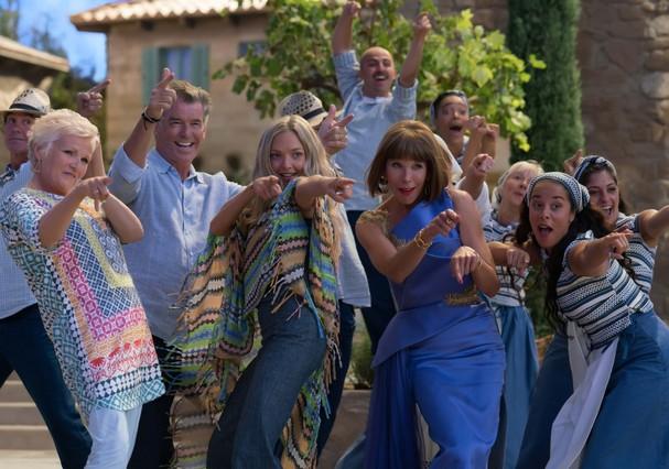 Todos os personagens reunidos em cena de dança (Foto: Divulgação)