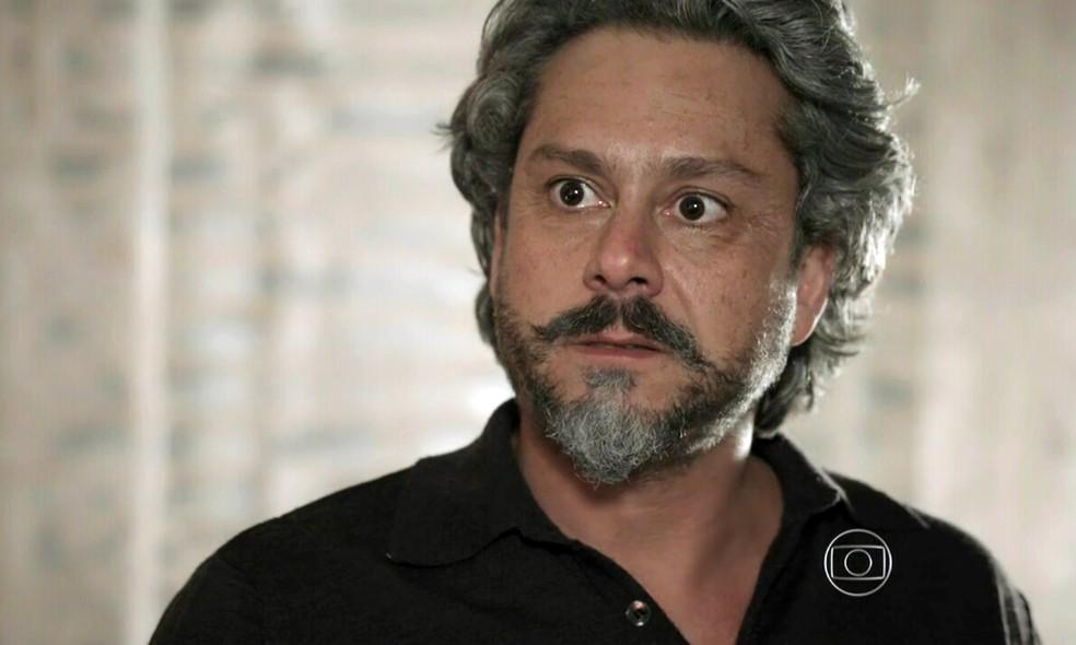 José Alfredo (Alexandre Nero) grita com João Lucas (Daniel Rocha) após ter sido descoberto - 'Império' — Foto: Globo