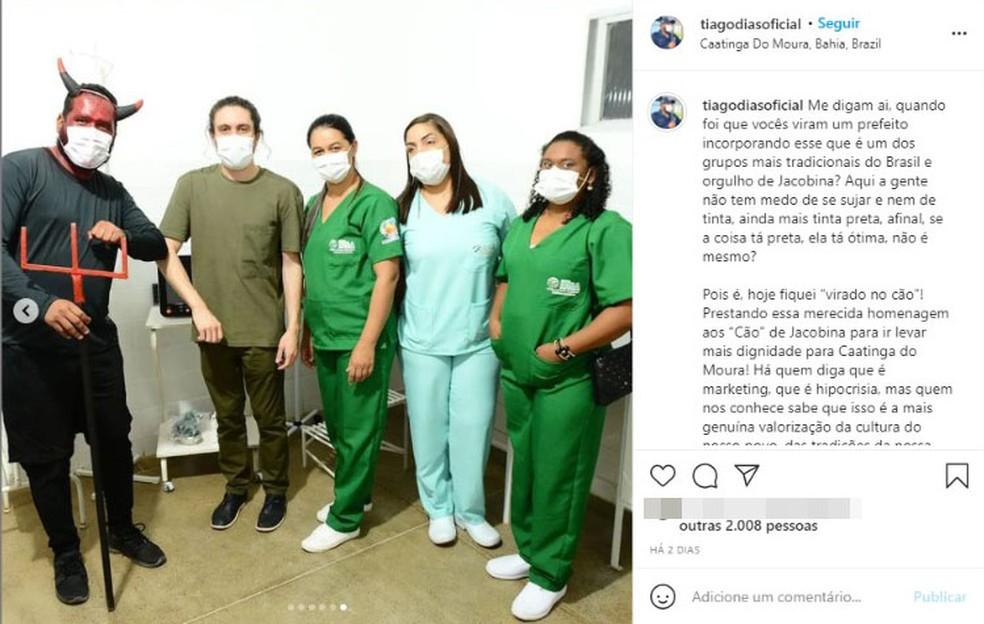 Prefeito de cidade baiana inaugura unidade de Saúde fantasiado de diabo — Foto: Reprodução/Redes Sociais