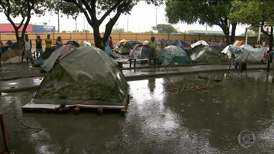 Temporada de chuva chega e dificulta vida de venezuelanos em Roraima