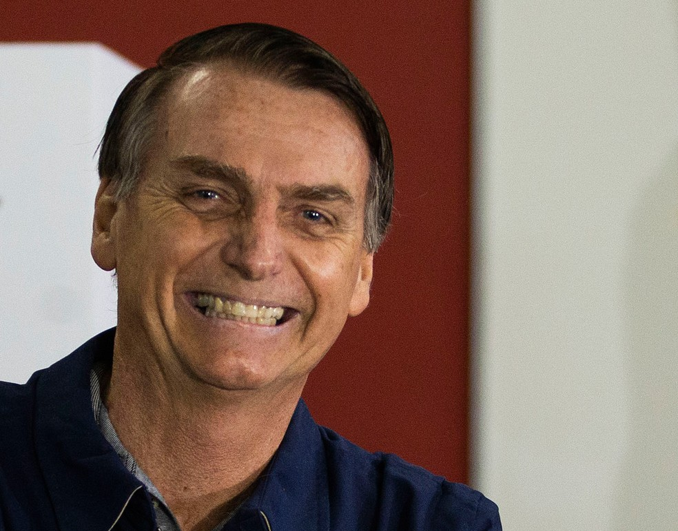 Jair Bolsonaro durante a votação do 1º turno, em 7 de outubro — Foto: AP