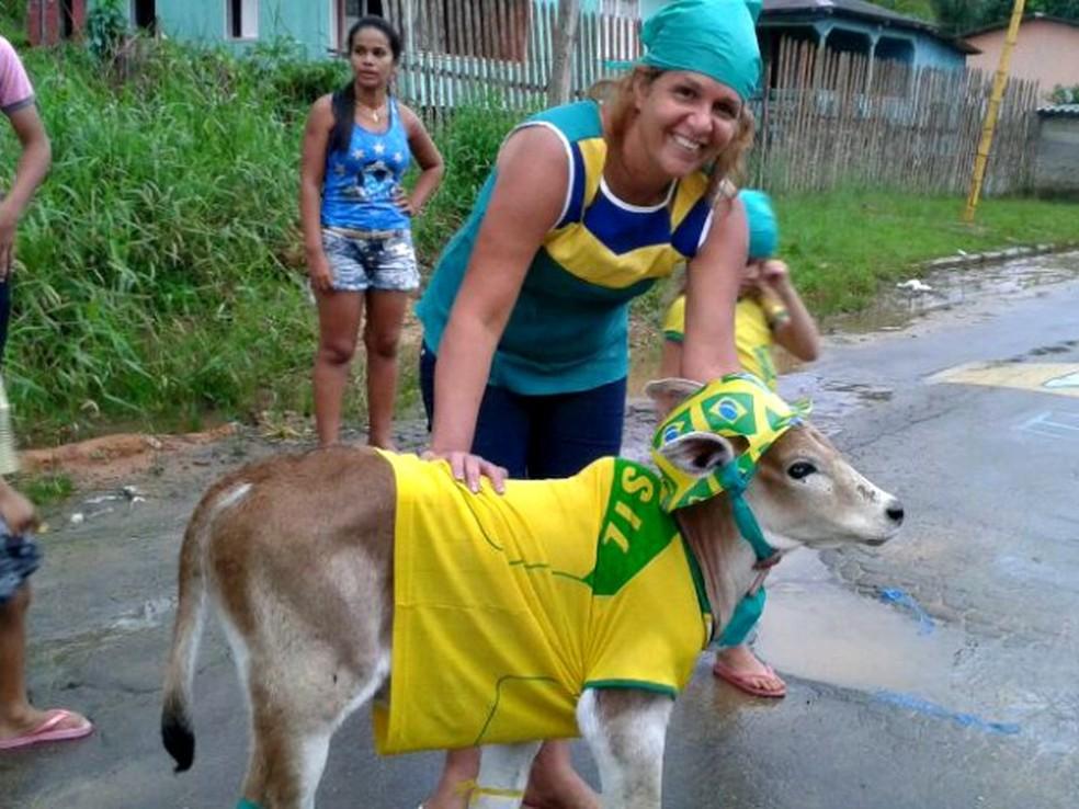 Bezerro recebeu o nome de Neymar e virou mascote em 2014 (Foto: Vanisia Nery/G1/Arquivo )