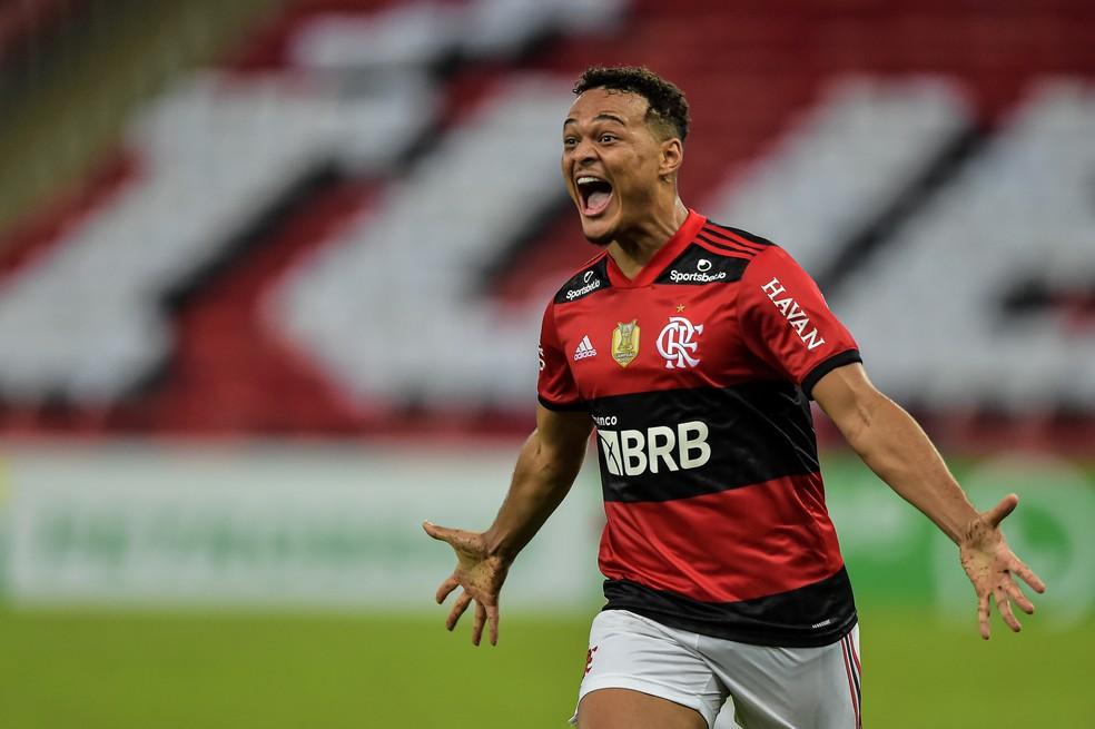 Rodrigo Muniz comemora gol em Flamengo x Bragantino — Foto: Thiago Ribeiro / Agif