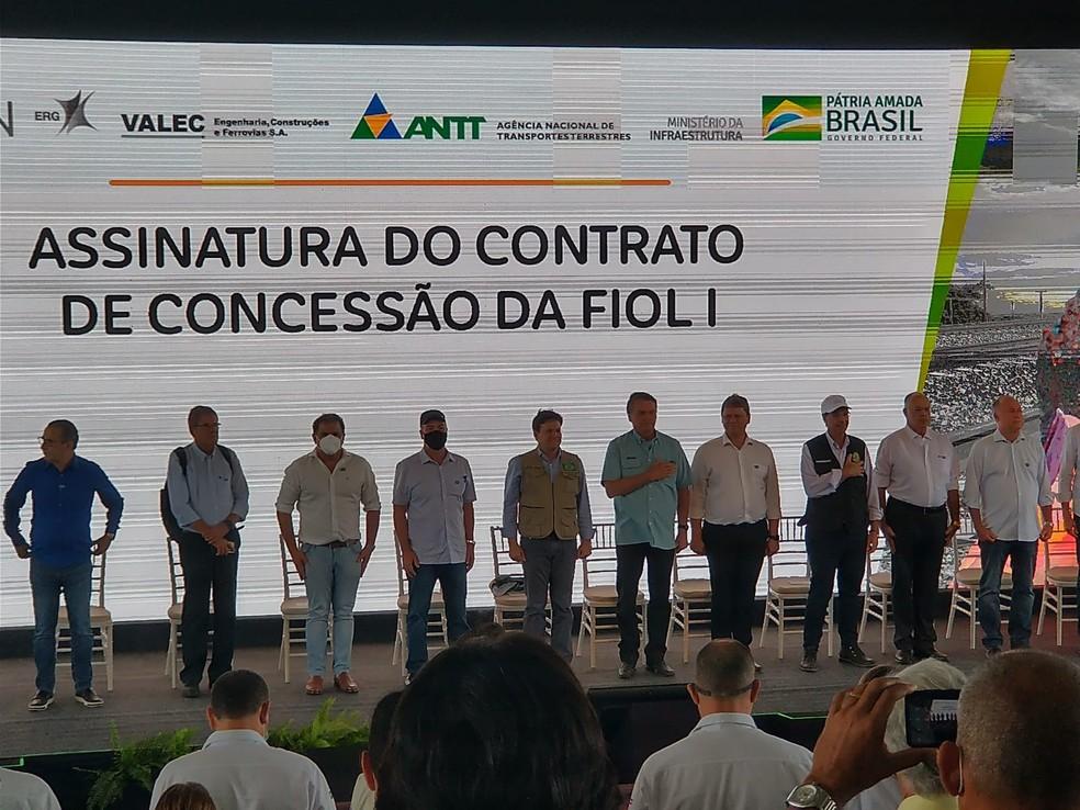 Bolsonaro chega à Bahia para visitar obras da FIOL e formalizar contrato de concessão da ferrovia — Foto: Nayla Santos/TV Sudoeste