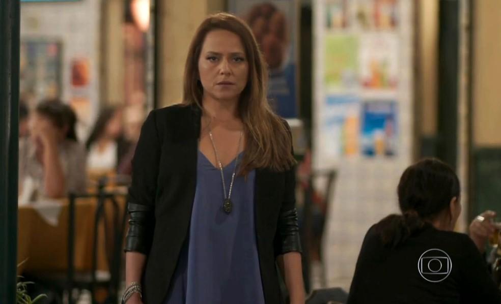 Lili (Vivianne Pasmanter) paralisa ao ver momento íntimo entre Germano (Humberto Martins) e Carolina (Juliana Paes), em 'Totalmente Demais' — Foto: Globo