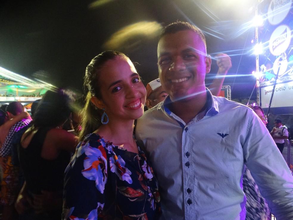 Iara é de São Paulo e veio com o primo, Erivaldo, que é de Quipapá, para o São João 2018 de Caruaru (Foto: Joalline Nascimento/G1)