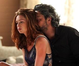 Sua família não sabe, mas José Alfredo tem uma amantes, Maria Isis (Marina Ruy Barbosa), a quem sustenta  | Reprodução