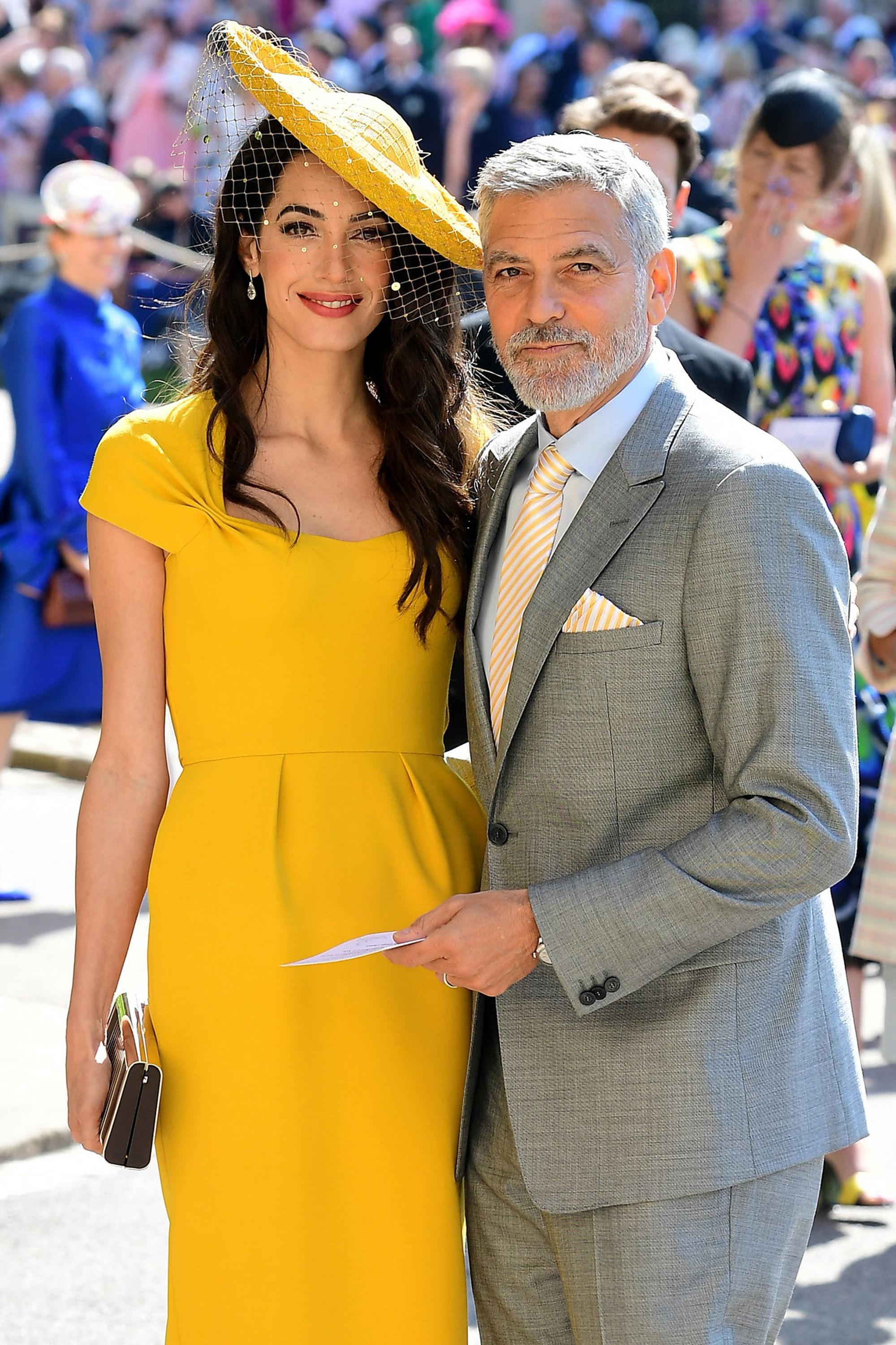 Amal Clooney e George Clooney no casamento real (Foto: Getty Images)