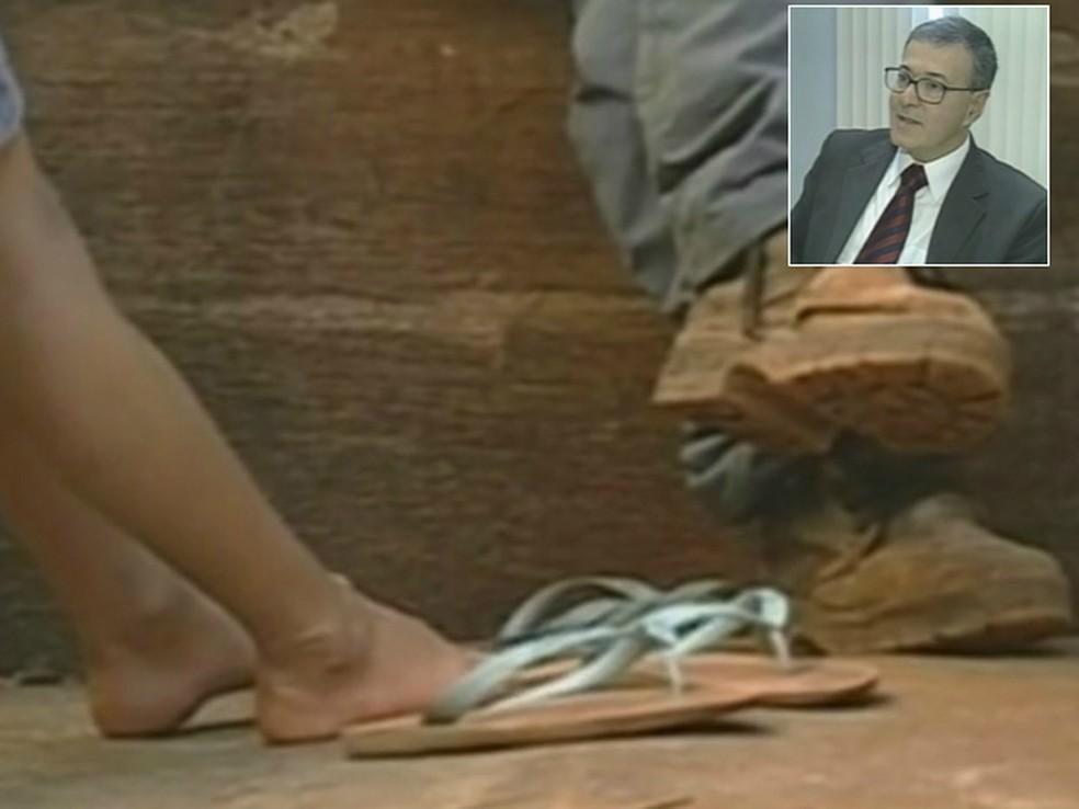 Joanir Pereira compareceu de calça comprida e camisa social, mas de chinelos porque considerou velho o único sapato que tinha. O juiz  Bento Luiz de Azambuja Moreira interrompeu a audiência. (Foto: Reprodução/RPC)