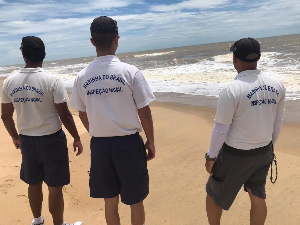 Uma equipe da Marinha está no local neste sábado (23) em São João da Barra, no RJ — Foto: Cléber Rodrigues/Inter TV
