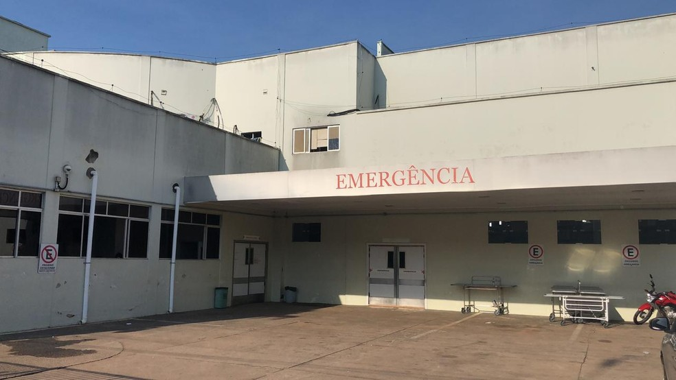 Marcos Silva da Conceição foi socorrido após levar um tiro, mas não resistiu e morreu no Hospital de Urgência e Emergência de Rio Branco — Foto: Guilherme Barbosa/Rede Amazônica Acre