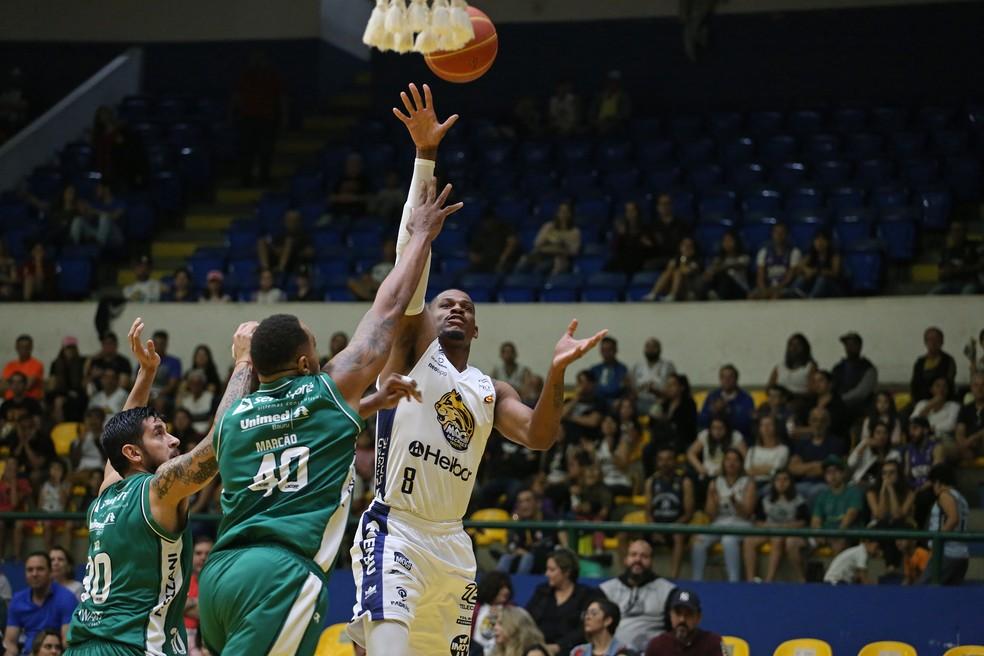 Mogi fez duelo equilibrado com Bauru, no Hugo Ramos (Foto: Antonio Penedo/Mogi-Helbor)