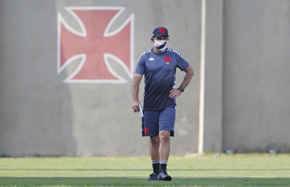 Ramon Menezes comanda o Vasco em treino realizado em São Januário — Foto: Rafael Ribeiro/Vasco da Gama