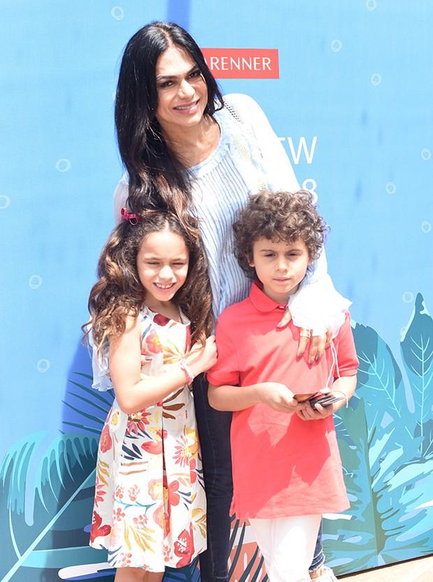 Rosana Jatoba com os filhos, Lara e Benjamin (Foto: Luciana Prezia e Rafael Cusato/ Divulgação)