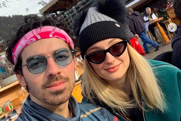 A atriz Sophie Turner com o noivo, o músico Joe Jonas (Foto: Instagram)