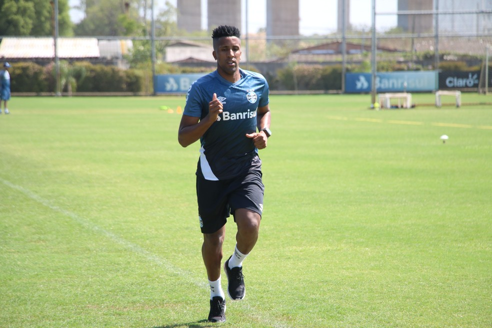 Bruno Cortez fora de treino do Grêmio — Foto: Eduardo Moura